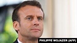 رئیسجمهوری فرانسه میگوید که تشدید تنش، تحریم روی تحریم، اقدامات تحریکآمیز و اعزام نیروی نظامی به منطقه بسیار خطرناک است.