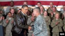 Աֆղանստան - ԱՄՆ նախագահ Բարաք Օբաման Բագրամի ռազմակայանում հանդիպում է կոալիցիոն ուժերի զինծառայողների հետ, արխիվ