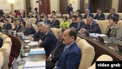 Депутаты парламента Казахстана на совместном заседании палат. Астана, 6 марта 2017 года.
