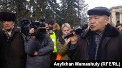 """""""Демократиялық партия"""" құруды көздейтін бастамашыл топтың митингісіне келгендер. Алматы, 22 ақпан 2020 жыл."""