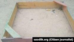 Песочница на детской площадке в махалле имени Абдуллы Кадыри в городе Фергане.