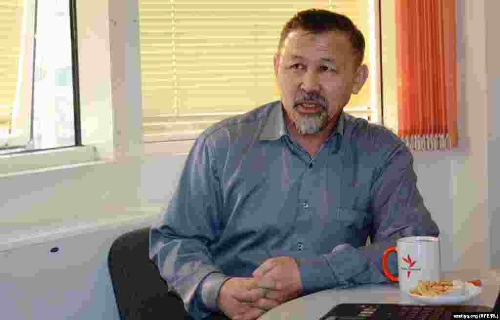 Председатель общественного объединения «Оставим народу жилье» Есенбек Уктешбаев. Алматы, 13 ноября 2013 года.