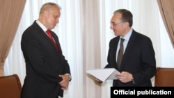 Armenia - New Russian Ambassador Sergey Kopirkin (L) hands copies of his credentials to Armenia's Foreign Minister Zohrab Mnatsakanian, Yerevan,4June 2018.