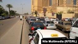 إزدحام مروري في القاهرة بسبب إغلاق طريق الكورنيش من قبل عمال محتجين.