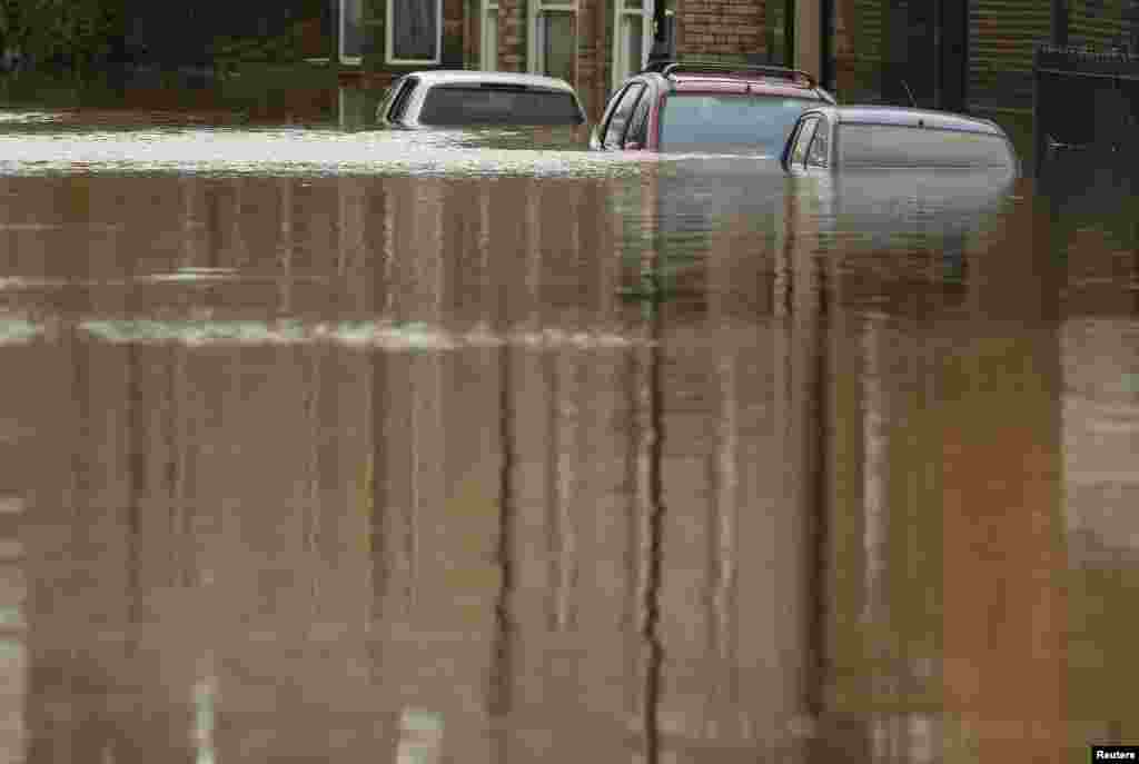 Cars are seen submerged under flood water on a residential street in the northern English town of York on December 28 after the Ouse River burst its banks. (Reuters/Andrew Yates)