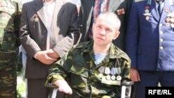 Участник митинга ветеранов войны в Афганистане. Алматы, 24 апреля 2010 года.