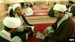رجال دين في النجف