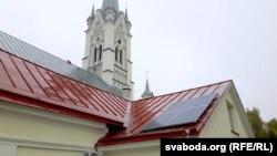 Сонечныя батарэі на прыбудове лютэранскай кірхі ў Горадні