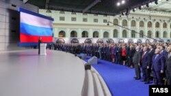Речта на Путин беше предавана пряко по повечето телевизионни канали и радиостанции.