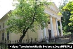 У цій будівлі у Львові була бібліотека Оссолінських