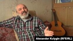 Александр Аванесов, руководитель французского хора Жоржа Брассенса в Москве.