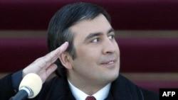 Михаил Саакашвили Грузия президенті ретінде инаугурациясын өткізіп тұр. Тбилиси, 25 қаңтар 2004 жыл.