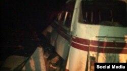 Пошкоджений вибухом міни автобус, у якому загинули четверо людей