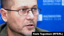 Независимый журналист Сергей Дуванов. Алматы, 8 декабря 2010 года.