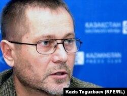 Сергей Дуванов, тәуелсіз журналист. Алматы, 8 желтоқсан 2010 жыл.