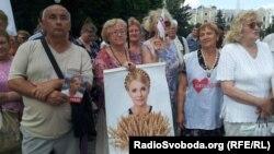 Прихильники Тимошенко біля будівлі суду