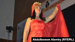ერაყელი ქალი ტრადიციულ სამოსში