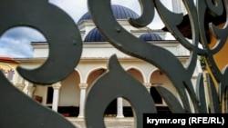 Ораза-Байрам в Криму: закриті мечеті в умовах пандемії (фотогалерея)