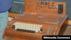 «Apple»ın ilk kompüteri - 1976.