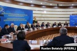 Участники заседания Общенациональной коалиции демократических сил «Казахстан–2050» в Астане. 17 февраля 2015 года.