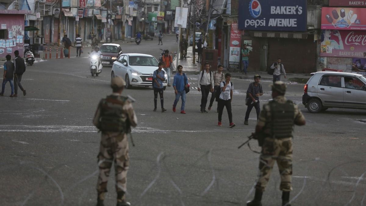 Вспышка насилия в Кашмире: 3 гражданских погибли, 13 – ранены