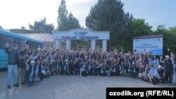 Группа троллей Союза молодежи Узбекистана состояла из 150 молодых репортеров, принявших участие на семинаре в медиа-лагере в Бостанлыкском районе Ташкентской области 28-30 мая 2018 года.