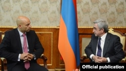 Armenia - President Serzh Sarkisian (R) meets with NATO's special representative to the South Caucasus, James Appathurai, in Yerevan, 17Oct2013.
