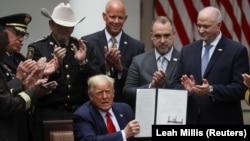 Трамп пасьля падпісаньня ўказу, 16 чэрвеня 2020