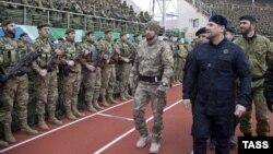 Ramzan Kadyrov Qroznı stadionunda hərbçilərlə