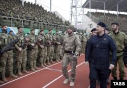 Нинішній керівник Чечні Рамзан Кадиров (на передньому плані). Грозний, 28 грудня 2014 року