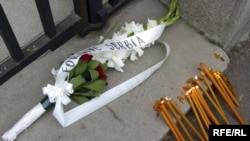 Cveće i sveće u Beogradu za ubijenog Brisa Tatona, septembar 2009.