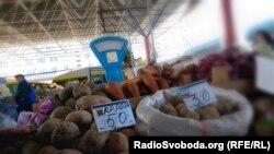 Российский и крымский картофель на рынке Симферополя