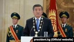 Сооронбай Жээнбеков на инаугурации. Бишкек, 24 ноября 2017 года.