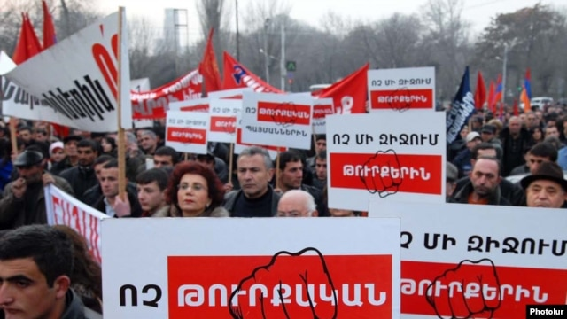 Armenia -- Supporters of the Armenian Revolutionary Federation demonstrate in Yerevan against Turkish-Armenian agreements on January 11, 2009.