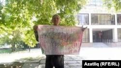 Ялгыз пикетка чыккан кырымтатар Сервер Караметов