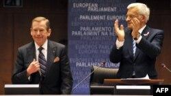 Vaclav Havel şi Jerzy Buzek
