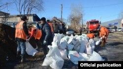 Наводнение и строительство дамбы в Ирбите (Свердловская область), апрель 2016 года
