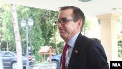 Амбасадорот на САД во Македонија Џес Бејли на лидерска средба со потписниците на Договорот од Пржино, 31 август, 2016.