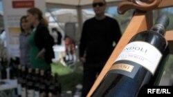 Похоже, несмотря на заверения скептиков, винодельческая продукция становится основной статьей экспорта, которая за первый квартал 2014 года составила 7% и продолжает уверенно расти