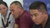 Кастер Мусаханулы (в центре) и Мурагер Алимулы на пресс-конференции в пресс-центре Казахстанского бюро по правам человека за несколько часов до задержания. Алматы, 14 октября 2019 года.
