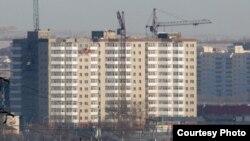 Многоэтажные дома в городе Караганде.