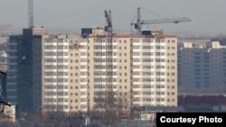 Строительство многоэтажного жилого дома. Караганда, 23 января 2014 года.