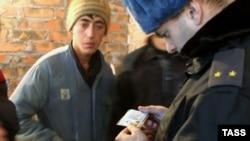 Moskvanın bütün bazarlarında yoxlamalar çoxalıb, müvafiq sənədləri olmayan bütün tacirləri ölkədən çıxarırlar