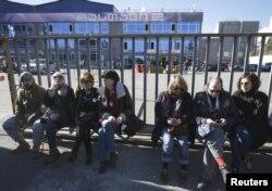 """Оппозиционеры дежурят у здания """"Рустави-2"""""""