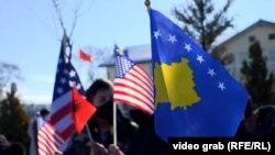 Zastave SAD u ulici nazvane po Bidenovom sinu na Kosovu