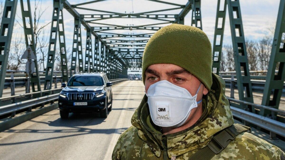 На границе со Словакией в Ужгороде будут пропускать домой украинцев до 22 марта