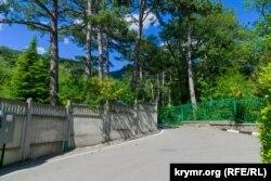 Тыльный вход на территорию сталинской дачи