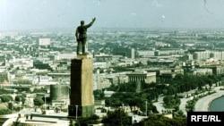 """""""Много лет высился на холме его памятник, видимый в Баку отовсюду, и в 90-е годы свершалась трагикомичная над ним казнь"""""""