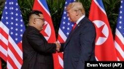 Presidenti i SHBA-ve, Donald Trump dhe udhëheqësi i Koresë Veriore Kim Jong UN