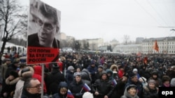 Oppozisiýa goldawçylary öldürilen Kreml tankytçysy Boris Nemsowyň hormatyna Moskwada, 1-nji martda hatyra ýörişine cykdylar.